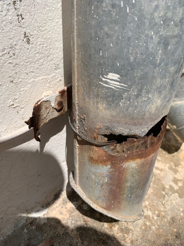 Galvanic corrosion exposed on the streets of Dubrovnik | Carbon-steel-wire-attached-to-aluminum-downspout-768x1024